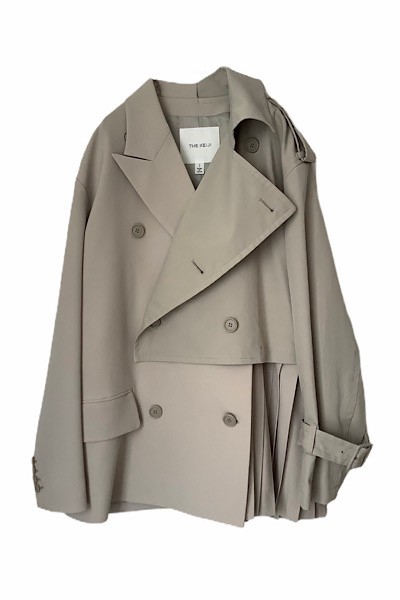 PLEATS PANEL SHORT TRENCH COAT [GREIGE]