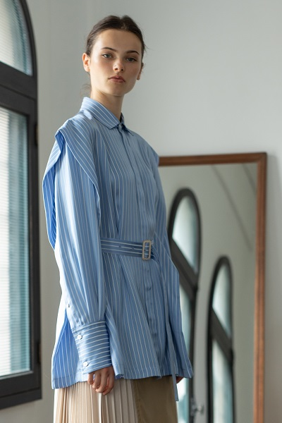 BELTED STRIPE LAYERED SLEEVE SHIRT [LIGHT BLUE]