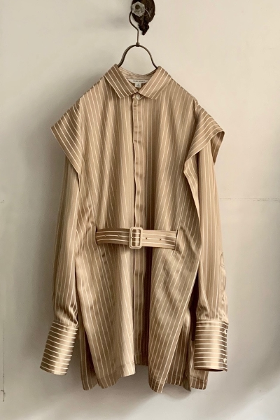 BELTED STRIPE LAYERED SLEEVE SHIRT [BEIGE]