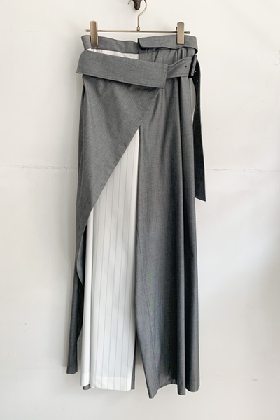 BELTED LAYERED PANEL STRIPE WIDE LEG PANTS [GRAY]