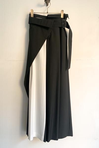 BELTED LAYERED PANEL STRIPE WIDE LEG PANTS [BLACK]