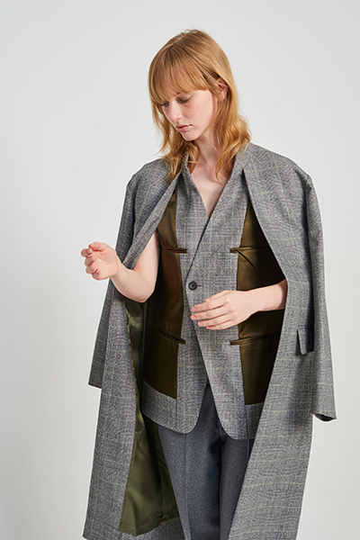 CAPE SLEEVE SATIN LAYERED CHECK COAT [GREY&KHAKI]